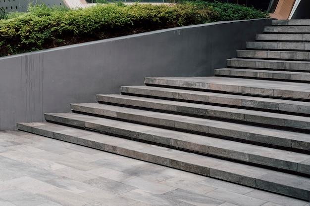 Minimales treppenhaus im modernen stil