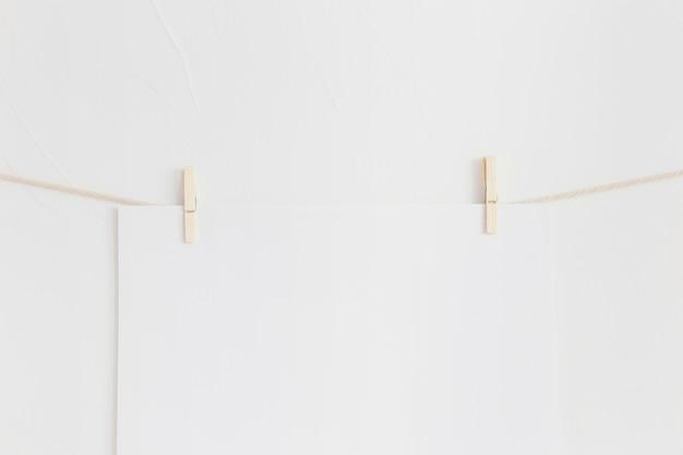 Minimalistische komposition mit modernen möbeln