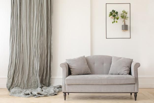 Minimalistischer eleganter innenraum des wohnzimmers