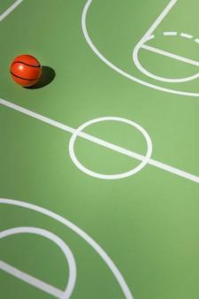 Minimalistisches basketball-stillleben