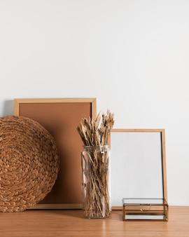 Minimalistisches design des schreibtischinnenraums