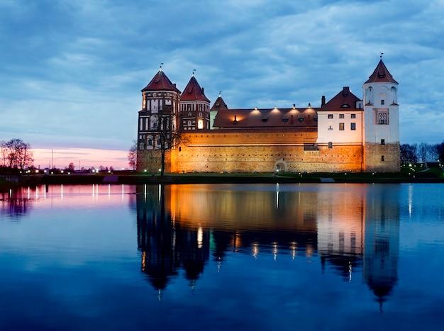 Mir castle, (der mirsky-schlosskomplex), karelichy-bezirk der hrodna-region, weißrussland