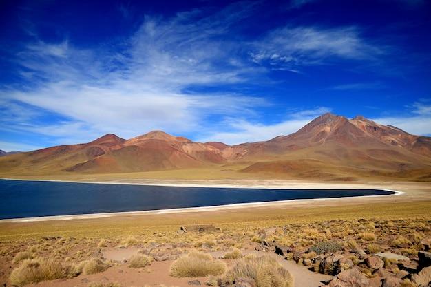 Miscanti-see, der hochlandsee in einer höhe von 4.120 metern über dem meeresspiegel, nordchile
