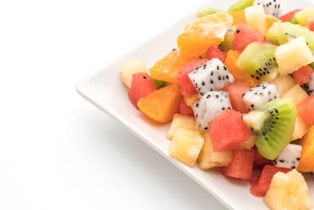 Mischen sie geschnittene früchte orange, drachenfrucht, wassermelone, ananas, kiwi