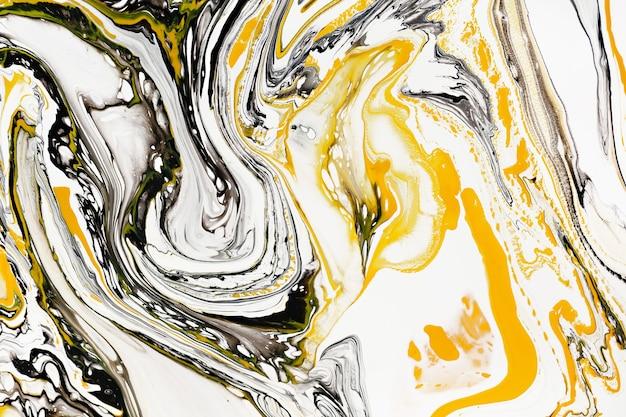 Mischung aus acrylfarben moderne kunstwerke gelb und schwarz gemischte acrylfarben flüssige marmortextur für design-verpackungsetiketten, visitenkarten und interaktive webhintergründe