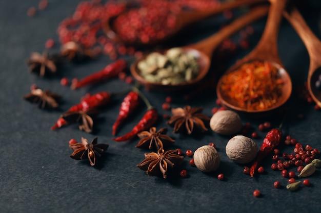 Mischung aus aromatischen gewürzen