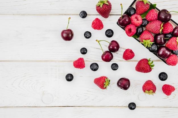 Mischung aus früchten im karton