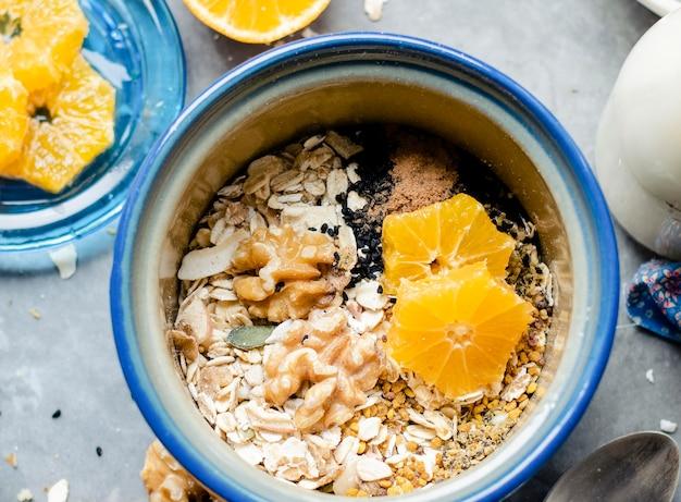 Mischung aus gesunden samen mit mandarine