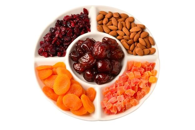 Mischung aus getrockneten früchten und nüssen