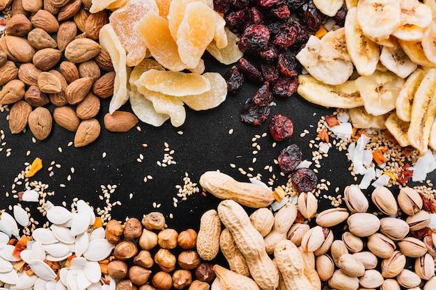 Mischung aus nüssen und früchten