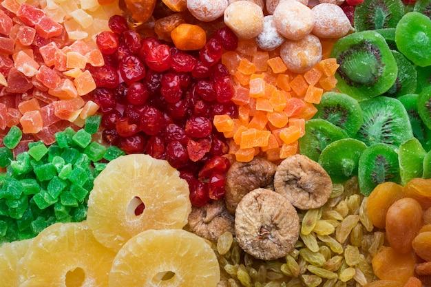 Mischung aus verschiedenen getrockneten früchten