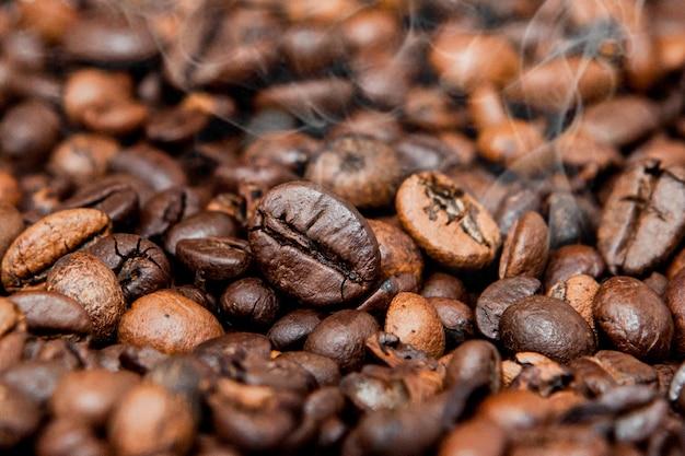 Mischung verschiedener arten von kaffeebohnen. kaffee hintergrund