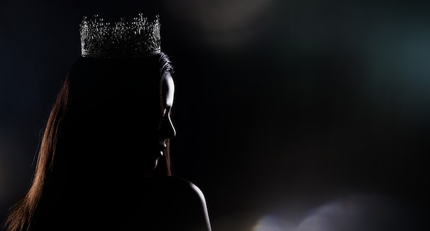 Miss pageant contest-silhouette mit diamantkrone