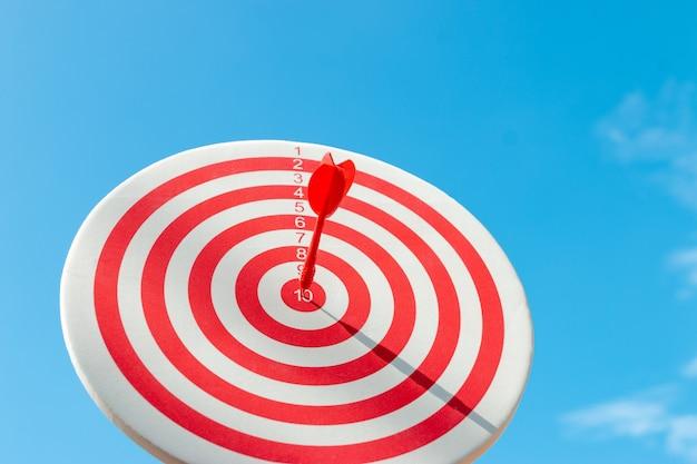 Mit absoluter präzision ans ziel, beides ist also eine herausforderung im business marketing.