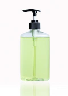 Mit alkohol gel grün zitrone sauber waschen händedesinfektionsmittel antiviren bakterien schmutzige hautpflege ansteckende krankheit covid-19 auf weißem hintergrund clipping-pfad