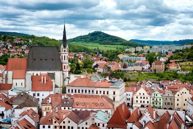 Mit blick auf die historische stadt cesky krumlov. tschechien