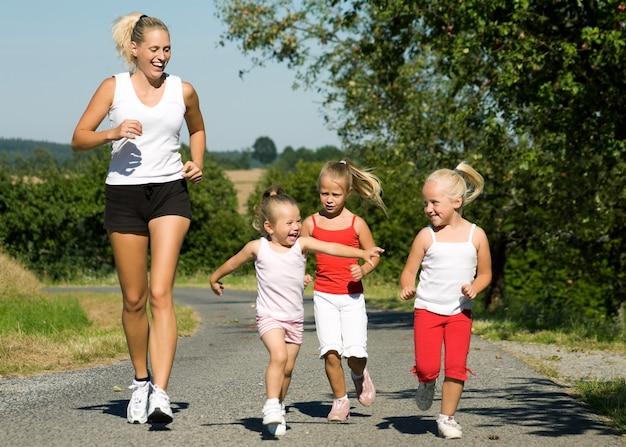 Mit der familie joggen