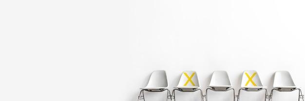 Mit einem x gekennzeichnete sitzplätze für soziale distanzierung während covid-19