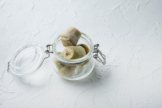 Mit olivenöl marinierte artischockenherzen