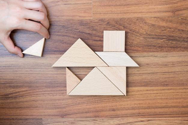 Mit puzzleteilen ein traumhaus schaffen oder bauen.