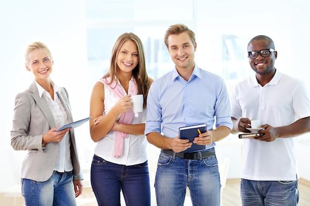 Mitarbeiter in jeans