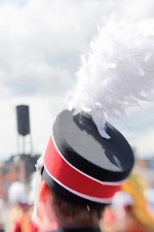 Mitglied der marching band bei der rose festival parade