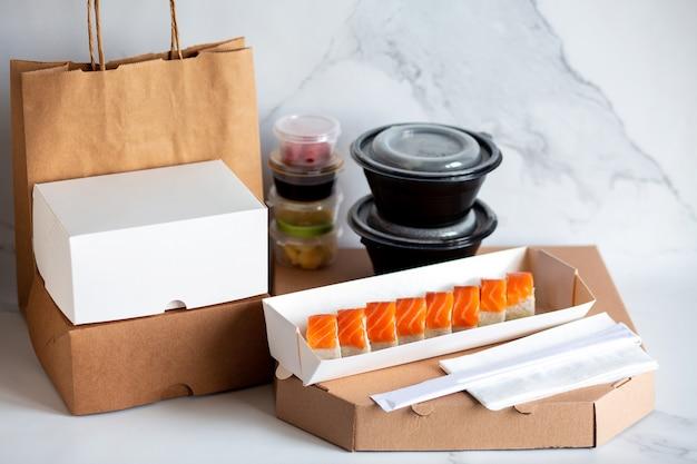 Mittagessen ins büro liefern sushi im karton pizza und sushi zu hause sichere lieferung des mittagessens nach