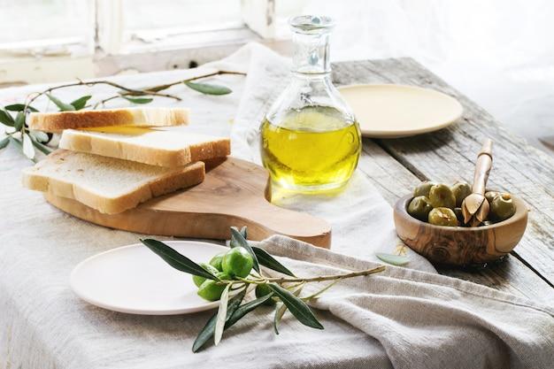 Mittagessen mit oliven