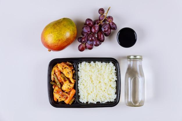 Mittagsmenü für die bestellung von mahlzeiten von zu hause oder von der arbeit