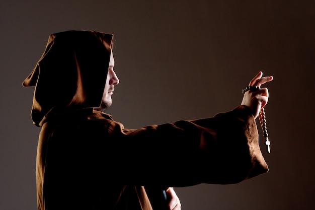 Mittelalterlicher mönch predigen