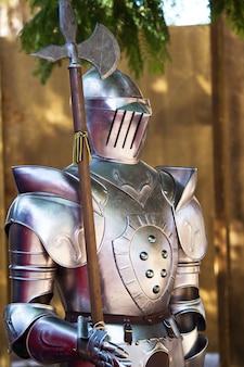 Mittelalterlicher rüstungsanzug