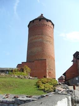 Mittelalterlicher turm des turaida-schlosses