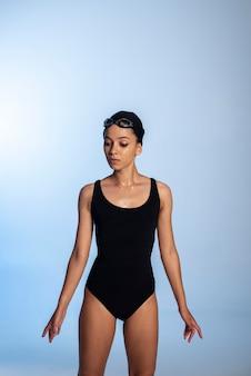 Mittelgroße frau im badeanzug Kostenlose Fotos