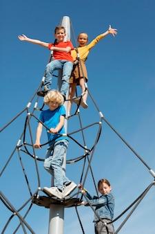 Mittelhohes kletterseil für kinder