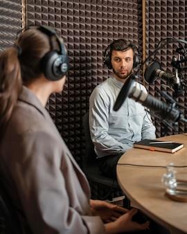 Mittlere schussleute im radio