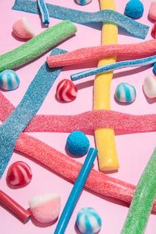 Mix aus verschiedenen arten von bunten bonbons gelees