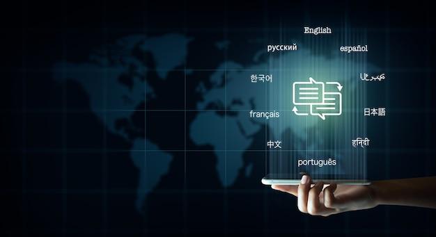 Mobil mit sprechblase und text in vielen wichtigen sprachen übersetzer und sprachunterricht