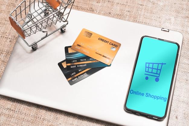 Mobile smartphone und kreditkarte der draufsicht