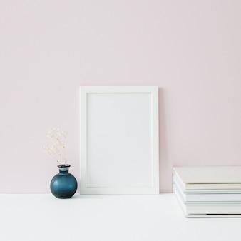 Mock up fotorahmen mit leerzeichen auf rosa