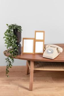 Mock-up-frames auf dem tisch