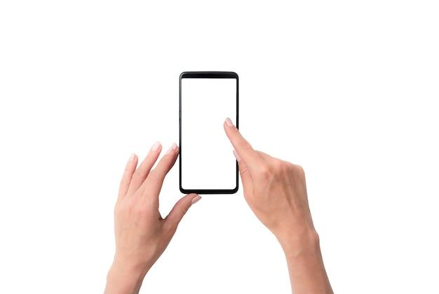 Mock-up von benutzerhänden mit schwarzem smartphone für ihr design