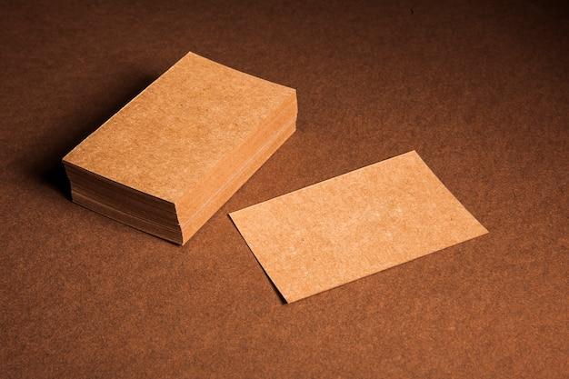Mockup von leeren karton visitenkarten