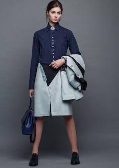 Mode business schöne frau mit zubehör