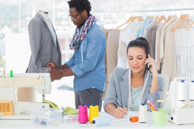 Mode-designer anrufen und schreiben