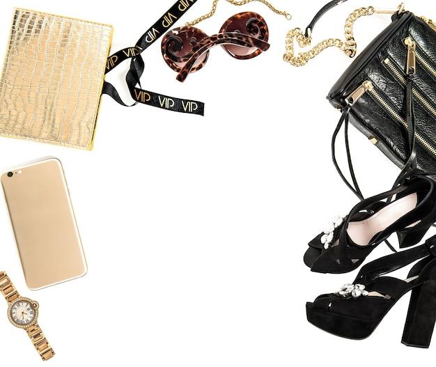 Mode-mock-up mit business-dame-accessoires. weibliche objekte auf weißem hintergrund
