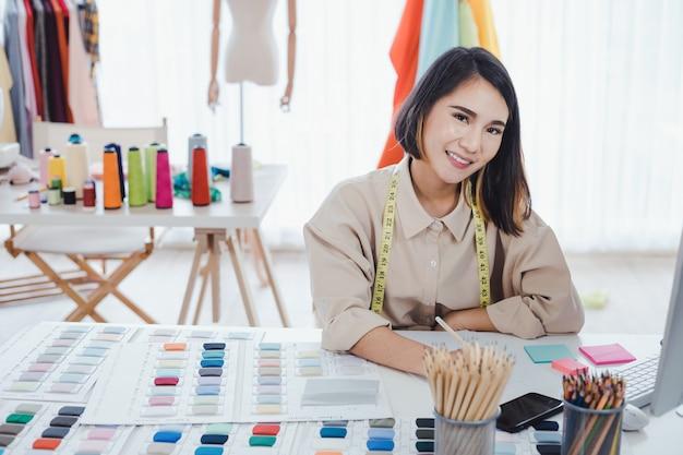 Modedesigner machen kleidung
