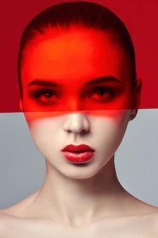 Modekunst reine, perfekte haut und natürliches make-up
