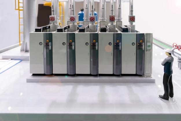 Modell des modernen industriellen heizraums mit kompressorausrüstungsbedienfeld in der fabrik