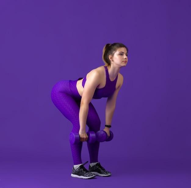 Modell mit sportlicher passform mit gewichten