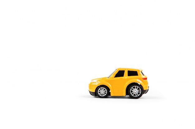 Modellauto lokalisiert auf weißem hintergrund